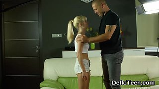 video titel: Blonde virgin plays the seductress and strips || porn tgas: amateur,blonde,striptease,teen,gotporn