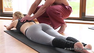 video titel: Fit blonde fucked in missionary at the gym || porn tgas: blonde,fitness,fuck,missionary,jizzbunker