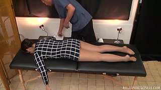 video titel: Lovely brunette babe gets her sexy body massaged by a kinky guy || porn tgas: babe,brunette,couple,gay,anyporn