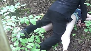 video titel: Force fucking Caz in the woods Using her cunt, arsehole, fisting her sliding a knife in her cunt || porn tgas: anal,bdsm,cunt,fisting,upornia