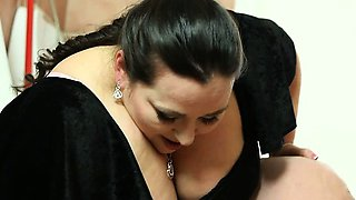 video titel: Brutal BBW facesitting and femdom ass worship in the toilet || porn tgas: ass worship,bbw,brutal,facesitting,viptube