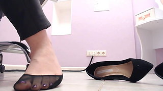 video titel: spying feet on the workplace || porn tgas: foot,spy,xhamster