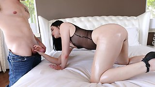 video titel: Chick found lover tonight in the face of window washer || porn tgas: bed,brunette,chick,face fuck,sexvid