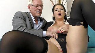 video titel: office milf gets laid with her senior boss || porn tgas: bbw,big tits,blowjob,boss,hellporno