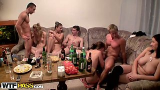 video titel: Simple house party of college students turned into hot group sex orgy || porn tgas: college,group,housewife,orgy,mylust