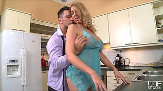 video titel: Jaw dropping housewife gets her pussy licked right on the kitchen table || porn tgas: housewife,kitchen,pussy,table,anysex