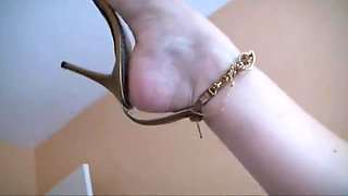video titel: Sexy mature feet in sandals || porn tgas: foot,heels,mature,milf,videotxxx